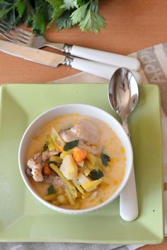 Csirkehúsos zöldbableves recept Thai Red Curry, Ramen, Soup, Ethnic Recipes, Soups