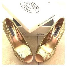 Steve Madden Alice Gold Glitter Heels 7 Practically brand new, wore once to graduation. Very sparkly, covered in yellow gold glitter that really shimmers in the light! Will ship with original box Steve Madden Shoes Heels