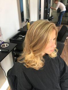 Hairdresser, Dreadlocks, Long Hair Styles, Beauty, Long Hairstyle, Long Haircuts, Dreads, Long Hair Cuts, Beauty Illustration