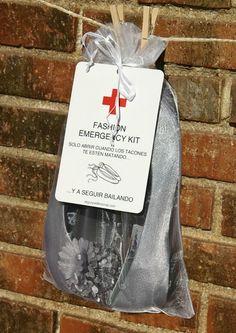 Kit de emergencia para invitadas, con bailarinas de repuesto. http://www.zankyou.es/p/una-opcion-muy-comoda-bailarinas-en-tu-boda-57593
