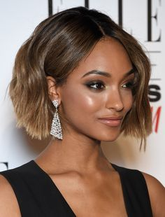 Celebrities are the fashion bellwethers for common people. You can find the quickest way to look faddish just by copying their hairstyles, outfits and makeup looks. Here, we have make a collection of stylish short hairstyles rocked by the popular celebrities. They may offer you some stunning ideas when you decide to chop off your[Read the Rest]