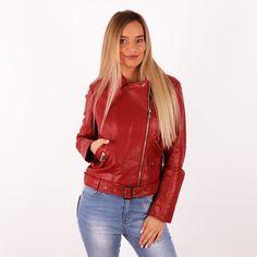 Cipzáros, elől csattal díszített műbőr kabát. Ha vagány és nőies akarsz lenni, akkor válaszd ezt a darabot! Mérettáblázat:     S M L XXL   Ujj 60 61 62 66   Derék 82 84 90 96   Csípő 82 84 90 96   Mell 86 88 90 104   Hossz 57 58 59 62 Red Leather, Leather Jacket, Jackets, Fashion, Studded Leather Jacket, Down Jackets, Leather Jackets, Moda, La Mode