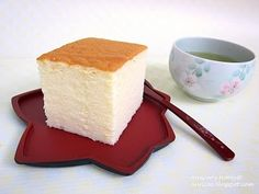 You have to try this yummy recipe of the famous japanese cheesecake, so fluffy and smooth ! - Recipe : Japanese cheesecake, so fluffy! Japanese Cotton Cheesecake, Japanese Cheesecake Recipes, Japanese Desserts, Japanese Food, Just Desserts, Delicious Desserts, Dessert Recipes, Yummy Food, Gourmet Desserts