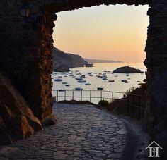 Aprovechemos al máximo la luz que nos rodea...Tossa de Mar Costa, Beautiful Places, Italy, Celestial, Sunset, World, Pictures, Outdoor, Photos