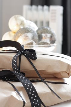 Brown paper wrapping with a black polkadot trim. Christmas Ribbon, Noel Christmas, Christmas Gift Wrapping, Retro Christmas, Christmas And New Year, Winter Christmas, Christmas Gifts, Christmas Decorations, Cute Gifts