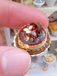 Miniature Chocolate Cake - Hand made by Paris Miniatures - Emmaflam & Miniman