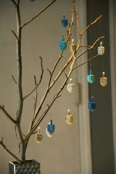 22 Gorgeous Ways To Get Your Whole Family In The Hanukkah Spirit Welcome the season with this home made dreidel tree. 22 Gorgeous Ways To Get Your Whole Family In T Hanukkah For Kids, Jewish Hanukkah, Feliz Hanukkah, Hanukkah Crafts, Jewish Crafts, How To Celebrate Hanukkah, Hanukkah Decorations, Christmas Hanukkah, Holiday Centerpieces