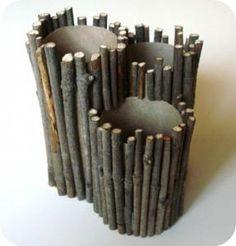 Rolinho de papel + Gravetos = Porta-lápis :)