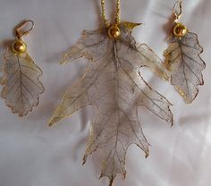 Набор украшений из скелетированных листьев