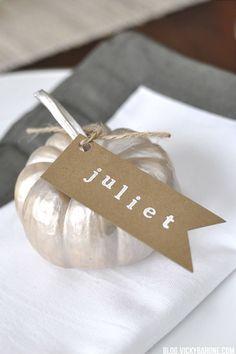 Diy Chalkboard Log Slice Placecards Fall Thanksgiving