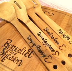 New wood burning ideas patterns design wooden spoons ideas Wood Burning Stencils, Wood Burning Crafts, Wood Burning Patterns, Wood Burning Art, Wooden Spoon Crafts, Wood Spoon, Wood Crafts, Personalised Chopping Board, Wooden Spatula