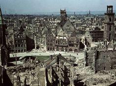 Frankfurt am Main 1945: Die Altstadt gleicht einem Trümmerfeld: Am 18. und 22. März 1944 flogen die Allierten im Kampf gegen das Nazi-Regime die schwersten Luftangriffe des Zweiten Weltkriegs auf Frankfurt