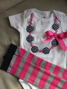Necklace applique onesie for baby girl por TheModishLife en Etsy, $18.00