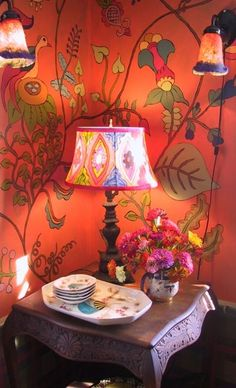 Ana Rosa. Wallpaper lovliness with lamps
