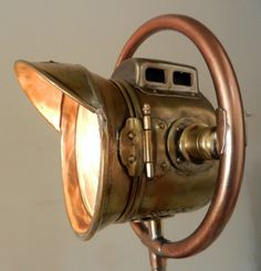 Transport repurposed lampe. Lampe de style steampunk sur