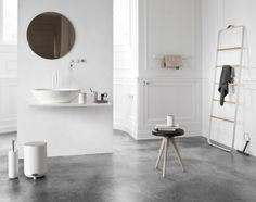 'Minimal Interior Design Inspiration' is a biweekly showcase of some of the most perfectly minimal interior design examples that we've found around the web - Interior Design Examples, Interior Design Inspiration, Design Ideas, Simple Interior, Interior Modern, Interior Styling, Design Trends, Bad Inspiration, Bathroom Inspiration
