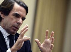 Aznar pasa a la oposición y ataca a Rajoy sobre política económica y Cataluña