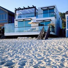 Two Storey Malibu California Beach House Design. It's my lil dream beach house! Malibu Beach California, Malibu Beach House, Malibu Beaches, California Usa, Houses In California, House On The Beach, Malibu Houses, Irvine California, Casas Containers