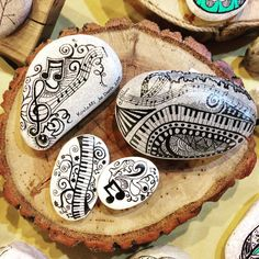Painted Rock Creations with Music Notes Keyboard Piano Keys Pebble Painting, Dot Painting, Pebble Art, Stone Painting, Rock Painting Ideas Easy, Rock Painting Designs, Rock And Pebbles, Mandala Rocks, Rock Design