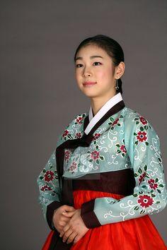 Figure skater Kim Yuna wearing the traditional Korean dress, Hanbok Korean Traditional Dress, Traditional Dresses, Korean People, Korean Women, Oriental Fashion, Asian Fashion, Oriental Style, Korea Dress, Kim Yuna