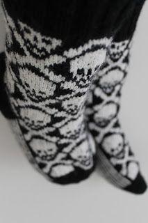 p i i p a d o o: villasukat Awesome Socks, Cool Socks, Mittens, Diy Ideas, Knitting, Halloween, Pattern, Fashion, Fingerless Mitts