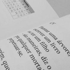 Novo livro de poemas do catarinense Alcides Buss chegou aqui na redação do @santacombr #poesia #poeta #santacatarina #livro