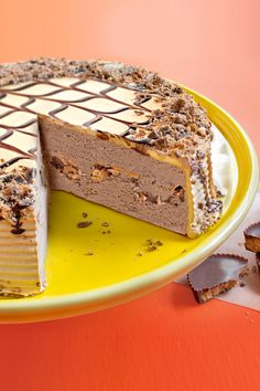 When it's Peanut Butter Lovers' Day you come with the Reese's Ice Cream Cake. #ReeesesLovesIceCreamCakes #PeanutButter #PeanutButterDessert #PeanutButterIceCream #IceCreamCakes #LoveIceCreamCkaes Reese's Ice Cream Cake, Reeses Ice Cream, Chocolate Ice Cream Cake, Peanut Butter Ice Cream, Peanut Butter Desserts, Chocolate Drizzle, Decadent Chocolate, Whipped Icing, Frozen Cake