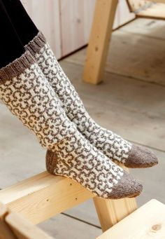 Naisen kirjoneulesukat Novita Nalle | Novita knits knit socks colorwork stranded