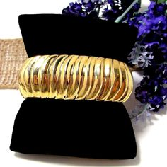 Beautiful Hinged Bangle Bracelet Ribbed Design GREAT Condition NICE!