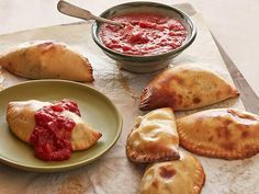Recipe of the Day: Ree's Easy, Cheesy Calzones         Fold and bake breakfast sausage, mozzarella, ricotta and Parmesan into doughy half-moons. Dunk each pocket in easy homemade marinara sauce.