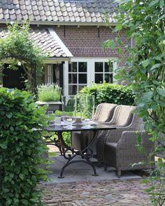 Garden rhs Apartment Patio Gardens, Pergola Design, Patio Layout, Garden Cottage, Outdoor Living, Outdoor Decor, Terrace Garden, Diy Garden Decor, Garden Ideas