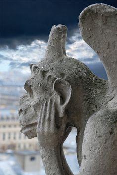 La Stryge (1850). Sculptée d'après Viollet-le-Duc. Chimère de Notre-Dame de Paris, France.