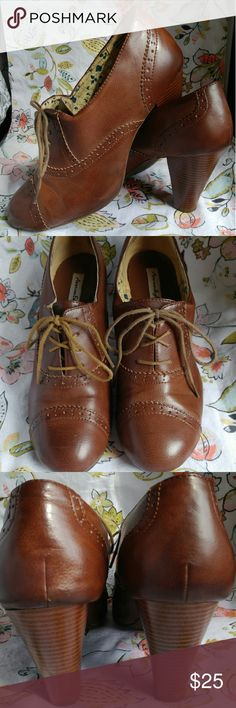 """American Eagle brown oxford leather booties American Eagle for Payless brown oxford leather booties with laces, about 3"""" heel. Good condition, worn a few times. Small, insignificant scuff on back of one heel. These are great for the office or with any of your fall outfits. Who doesn't love a good oxford? So fun! American Eagle by Payless Shoes Ankle Boots & Booties"""
