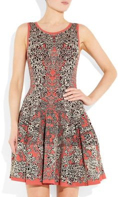 Alexander Mcqueen Flared Barnacle Intarsia Dress in Gray (coral)...