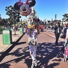 Disneyland Niggahs!