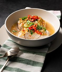 Thai Lime & Garlic Steamed Fish Thai Recipes, Fish Recipes, Asian Recipes, Prawn Recipes, Chilli Prawns, Garlic Sauce, Fish Sauce, Food Inspiration, Mascarpone