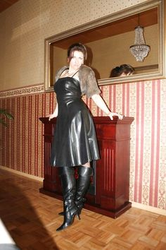 Black High Boots, High Leather Boots, Leather Gloves, Sexy Outfits, Fall Outfits, Cute Outfits, Celebrity Boots, Vinyl Dress, 70s Fashion