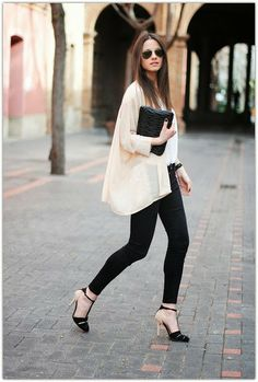 d372c0024b3 Light pink stylish long blouse with black casual jeans and stylish black  high heels sandals and black leather hand bag the perfect outfits