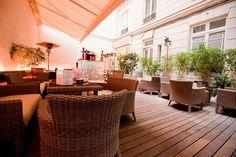 Avec les beaux jours, nous recevons de nombreuses demandes de réservation avec un espace extérieur. On vous comprend, c'est plus agréable lorsqu'il fait beau mais c'est souvent compliqué. #terrasse #bars #réservation #location #privatisation #LesBarrés #blog #Sortir #seposer #soleil #fauteuils