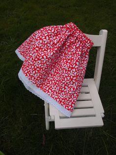 Falda de flores rojas y blancas. F006. 30€