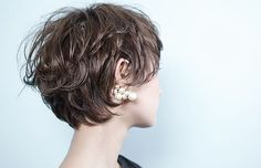 Rougy ヘアスタイル Cute Hairstyles For Short Hair, Short Curly Hair, Short Bob Hairstyles, Short Hair Cuts, Curly Hair Styles, Haircuts, Pelo Guay, Short Hair Tomboy, Shot Hair Styles