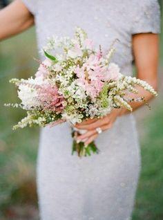 hochzeitsblumen brautstrauß wildenblumen