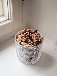 """ROUSKUVA GRANOLA: """"Tein viime viikolla Instagramissamme (@uusimuusa.fi) granolaa, jonka ohjetta toivottiin kovasti - eikä syyttä, tämä on aivan mainio aamu"""