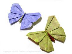 Papillons en origami pour épingler dans un cadre à fond profond