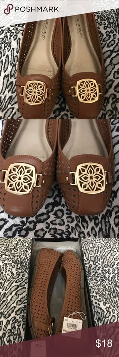🎀🎀🎀Christian Siriano 🎀🎀8.5 flats🎀🎀🎀 🎀🎀🎀Cognac flats only wore twice🎀🎀 Size 8.5 🎀🎀🎀 Christian Siriano Shoes Flats & Loafers