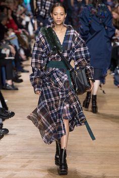 Sacai Fall 2017 Ready-to-Wear Fashion Show - Selena Forrest