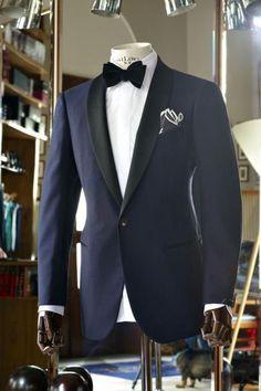 Adorable and striking shawl collar single button black lapel two toned blue tuxedo for men. Tuxedo Suit, Tuxedo For Men, Tom Ford Tuxedo, Groom Tuxedo, White Tuxedo, Sharp Dressed Man, Well Dressed Men, Smoking Azul, Navy Tuxedos