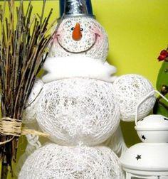 Christmas decoration snowman from yarn  // Hóemberes karácsonyi dekoráció fonalgömbökből egyszerűen // Mindy - the craft tutorial collection // #christmascrafts #christmasgifts #christmas #crafts #gifts #christmasdecor #diy #kreatívötletek #karácsony #csináldmagad #hobbi #kézműves