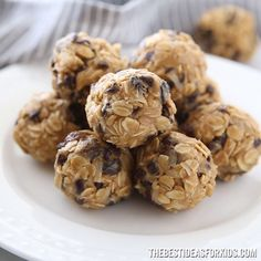 Peanut Butter Balls Desserts Peanut Butter Oatmeal Balls - The Best Ideas for Kids Peanut Butter Snacks, Peanut Butter Oatmeal, Easy Baking Recipes, Snack Recipes, Dessert Recipes, Clean Recipes, Manger Healthy, Healthy Protein Snacks, Snacks Saludables