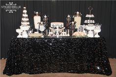 Una elegante mesa de dulces para una fiesta blanco y negro / An elegant sweet table for a black and white party